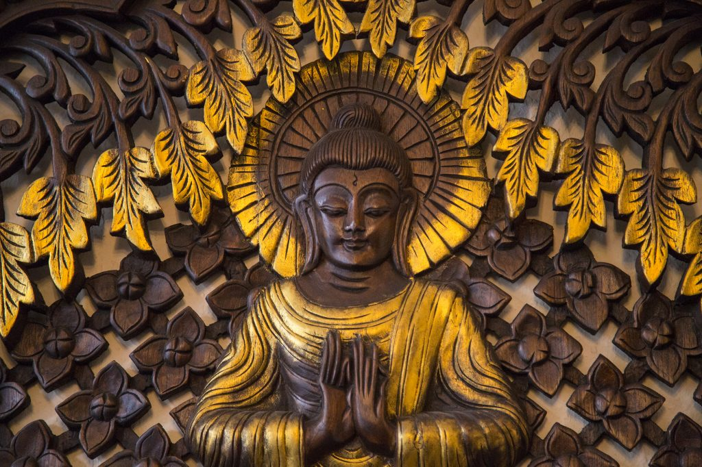 Massagestudio Deko Holzschnitt Buddha